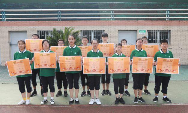 西充中学举行高2019级军训会操表演暨总结大会