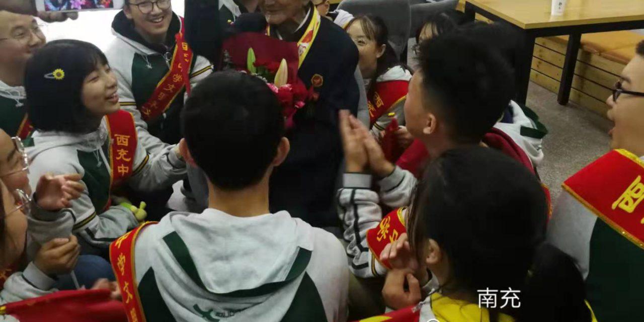 国宝老兵冯周玉莅临我校