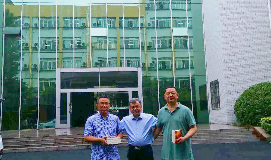 范海钟先生为四川省西充中学西充中学捐赠图书