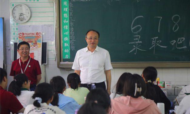 县委书记张光全一行实地检查我校高考准备工作